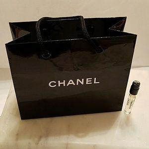 CHANEL gift bag and N°5 sample